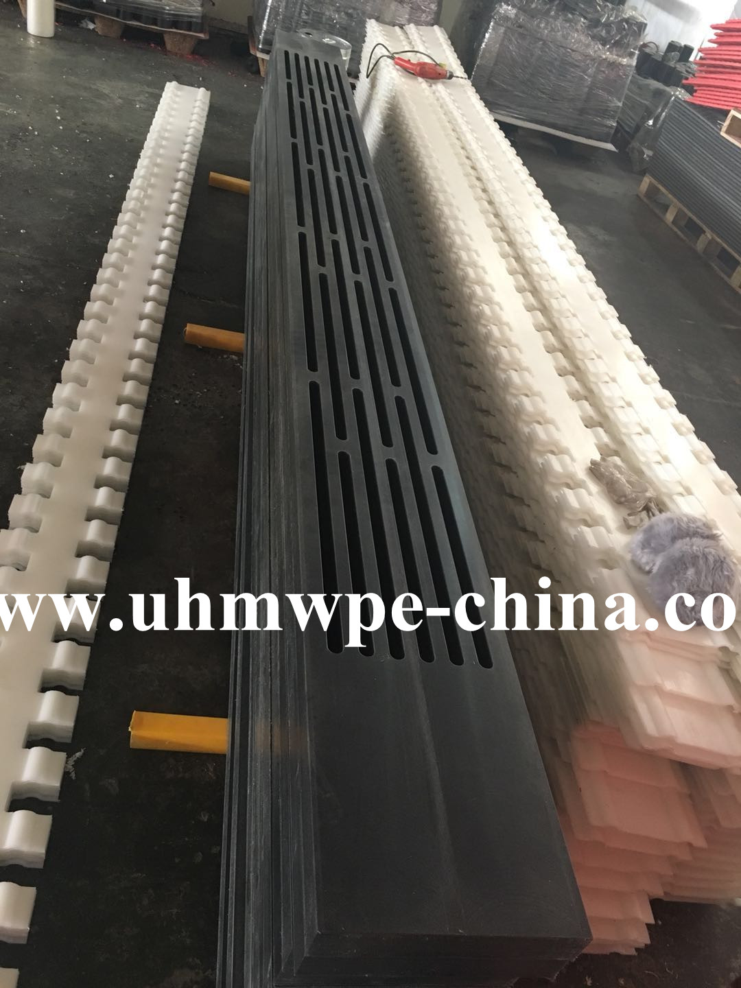 Stong Hardness Ceramic with UHMWPE Suction Box Cover